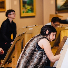 People life drawing in the gallery