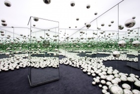 Yayoi Kusama. INFINITY MIRRORED ROOM - LET'S SURVIVE FOREVER
