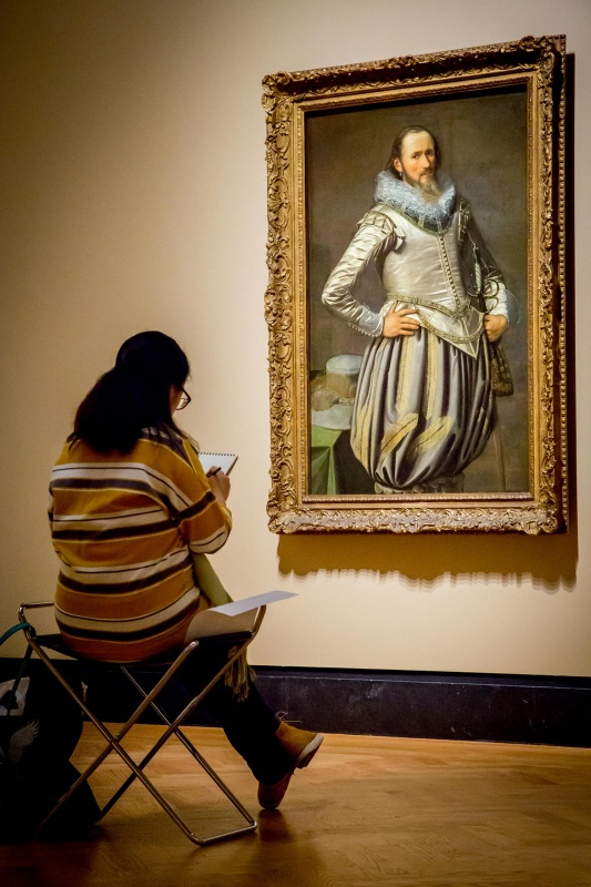 Woman sketching in the gallery